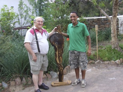Denis Goldberg buying a sculpture made by Naasley Swiers